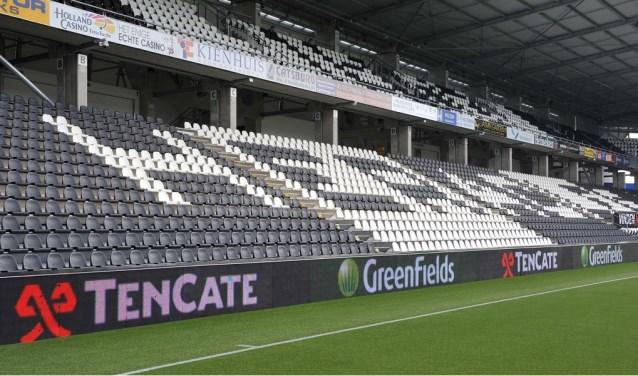 Het kunstgrasveld van Heracles Almelo ligt al jaren in het stadion en wordt steeds vervangen door het kunstgras voorzien van de nieuwste technologieën