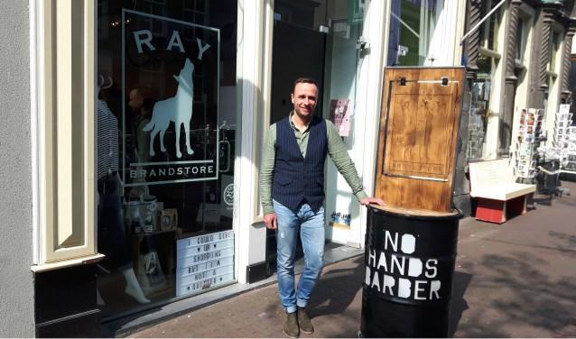 Raymond van Uffelen van Ray Brandstore is een winkelier met een groot Delfts hart.