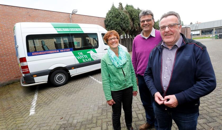 Loes Damen, Jos van de Loo en Sjef Wiersma (v.l.n.r.) zijn namens De Witte Raaf op zoek naar nieuwe vrijwilligers. Foto: Bert Jansen.