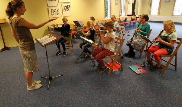 Het jeugdorkest van L'Union Fraternelle heeft veel zin om te laten horen wat ze hebben geoefend. (Foto: Bert Jansen).