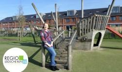 Danielle Berghoef (33) bij buurtspeeltuin De Albatros in Vleuterweide. Ook vrijwilliger in de speeltuin worden? Aanmelden bij Saida Marouf, e-mail: saidamarouf@welzaamutrecht.nl.