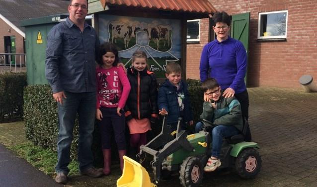 De familie Strik uit Reek doet voor de eerste keer mee. Het gezin bestaat uit Harm (39) en Jennie (35) Strik en hun kinderen Daisy (10), Lisanne (9) Rens (7) en Bram (5).