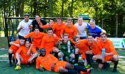 De ploeg van H.H.C.2 uit Hardenberg kwam als winnaar uit de bus bij het Bultman-Hartholt toernooi voor tweede elftallen.