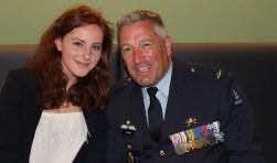 De 17-jarige Karlijn Peters sprak namens de jeugd van Papendrecht. Luitenant-kolonel Goedings sprak, als Bosnië veteraan, namens de Bevelhebber der Luchtstrijdkrachten. (foto May van der Giessen)