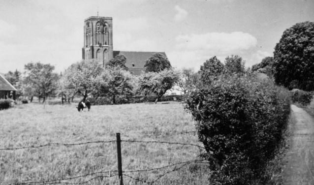 Foto van omstreeks 1955. Rechts het Tesmapad ter hoogte van de huidige Ludgerusstraat richting het boerderijtje van Menting aan de Komweg. (foto: Teun Peters)