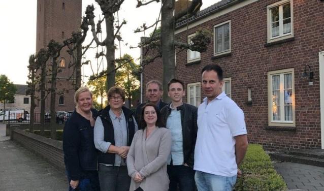 De dorpsraad van Velddriel. Van links naar rechts: Beppie Pardoel, Carola van Kessel, Francis Slagter, Anton van Doremaele, Guus van Hassel en Harrie van den Bighelaar.