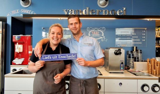 Lachende Gezichten Op Levende Ansichtkaart Huis Aan Huis Enschede
