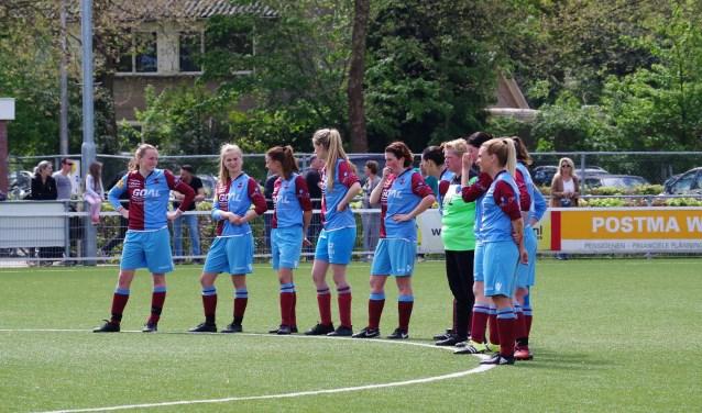 Bij FC RDC in Deventer spelen inmiddels ruim 100 meiden en vrouwen met veel plezier. De club neemt vrouwenvoetbal dan ook serieus. (foto Kirsten Lindt)