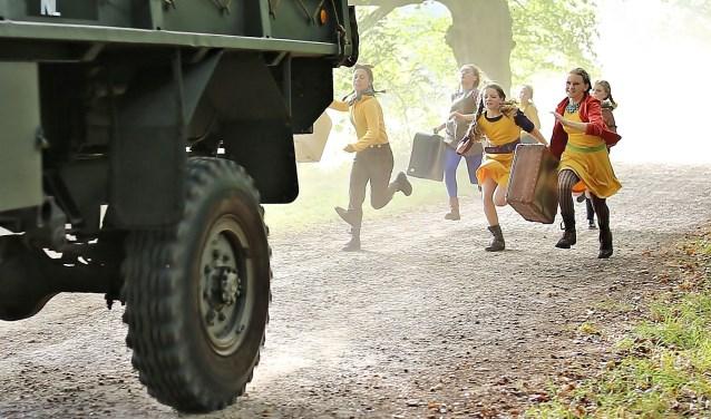 De voorstelling wordt geregisseerd door Jolmer Versteeg, van Theatergroep De Jonge Honden, hét locatietheatergezelschap van Overijssel.
