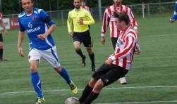 Arjan Ouwendijk scoort 3-0 voor Alphense Boys. (Foto: Paul Bahlmann)