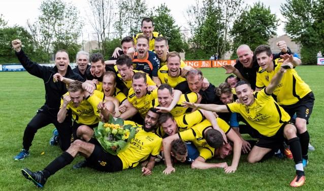 GVV'63 kende twee moeilijke seizoenen met degradaties maar is nu kampioen en terug naar de derde klasse waar de club ook thuishoort. Foto: Gijs van Tuil