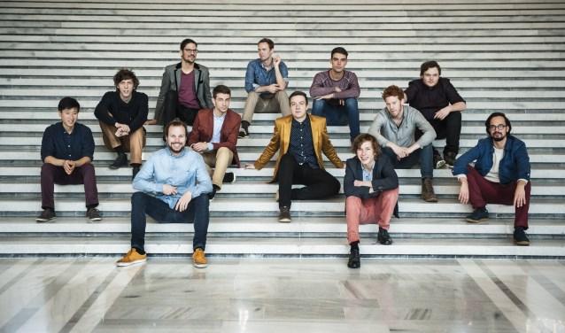 De 12-koppige band Raad van Toezicht maakte vorig jaar furore op diverse Nederlandse jazzfestivals en komt nu naar Paradox