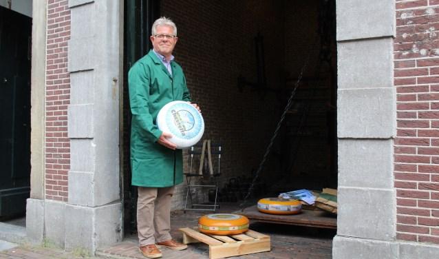 Vrijwillig waagmeester Wim Faber is op zoek naar collega's die in samenwerking met de Historische Kring bezoekers willen ontvangen en voorlichten. (Foto: Lysette Verwegen)