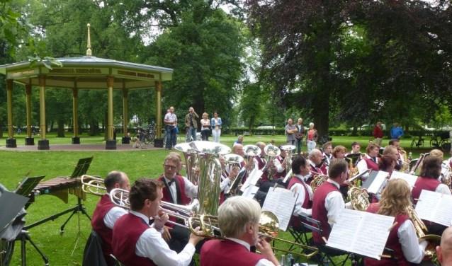 Muziekvereniging Klarenbeek treedt komende maand ook op in de muziekkoepel.