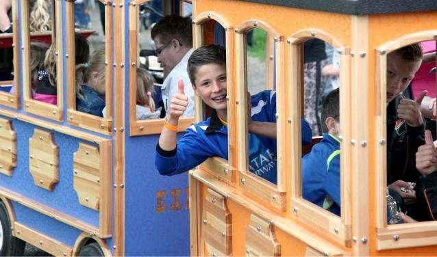 Ook tijdens deze jubileumeditie rijdt een treintje door het park langs de diverse attracties. (Tekst en archieffoto: Paul van den Dungen)