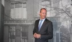 Klaas Knot van de Nederlandsche Bank was speciaal naar Almelo afgereisd om de expositie in het Stadsmuseum te openen. De afgelopen maanden is hard gewerkt door veel mensen om de expositie in het Stadsmuseum een zo natuurgetrouw mogelijk gezicht te geven.