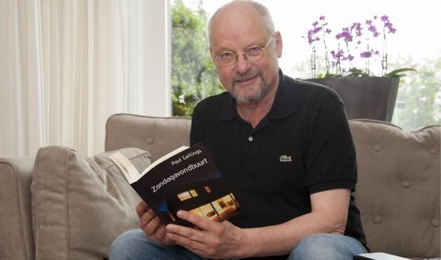 Paul Gellings met zijn verhalenbundel die zaterdag wordt gepresenteerd. (Foto: Eva Posthuma)