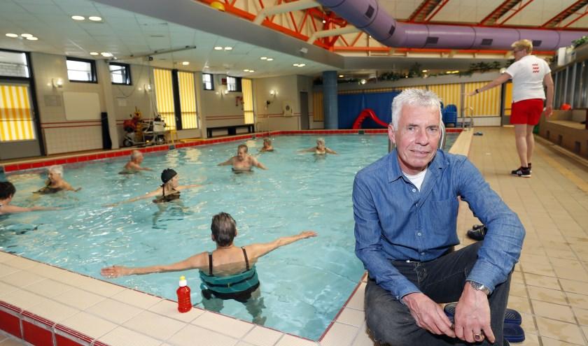 """""""Stichting Therapeutisch Zwemmen is ontstaan door een groep gepensioneerden die in beweging wilden blijven"""", vertelt Jan Scholte. FOTO: Bert Jansen."""