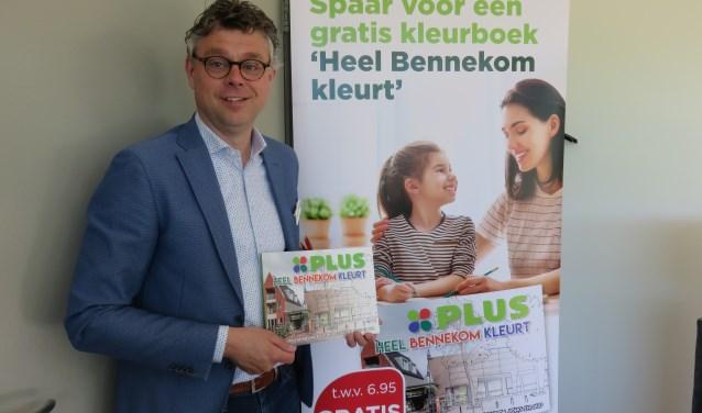 Edwin Holtrop: Bij Plus kunnen klanten sparen voor een speciaal Bennekoms kleurboek.???????