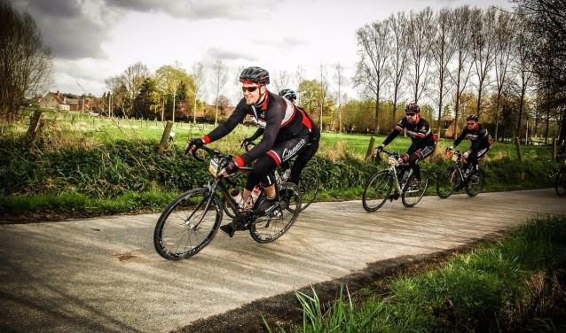 Op zondag 18 juni houdt fietsclub Maximus Stampers de eerste tocht door het Groene Hart, met afstanden van 80 en 120 kilometer. Een deel van het inschrijfgeld gaat naar het goede doel 'Wij 3.0'.