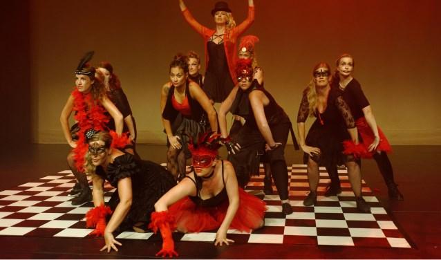 K'dansers dansen het moment waarop je over je eigen schaduw heen moet stappen.