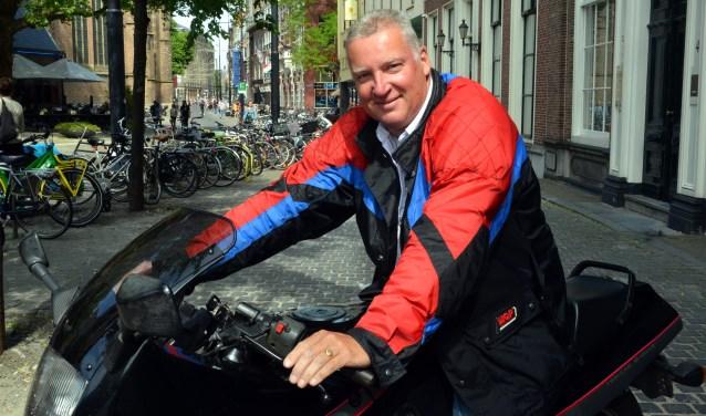 Remco Remie rijdt graag met zijn motor of scooter naar Den Haag. Foto: Jos van Leeuwen