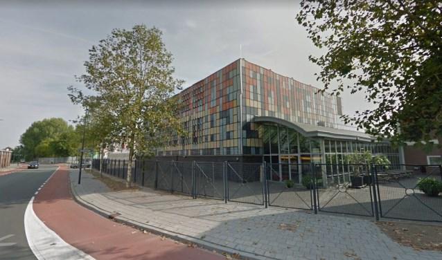 Aan de buitenkant ziet men er niets van, maar de organisatie van de Verkadefabriek is compleet omgegooid. Foto: Google Streetview