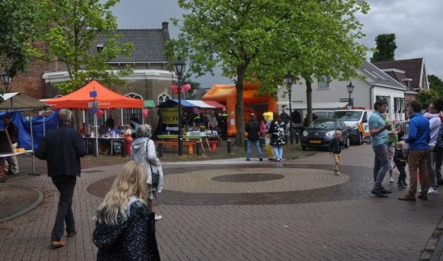 Het gerenoveerde Kerkplein vormt zaterdag 17 juni het podium van een gezellige zomerfair.