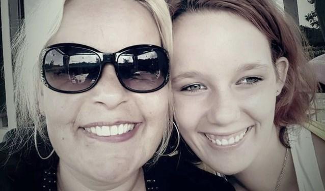 De Almelose Jolanda Nielsen zoekt dringend een goede opvangplek voor haar dochter Bo. Bo is bekend met een klassieke vorm van autisme, is licht verstandelijk beperkt en daarnaast heeft ze epilepsie en is ze suïcidaal.