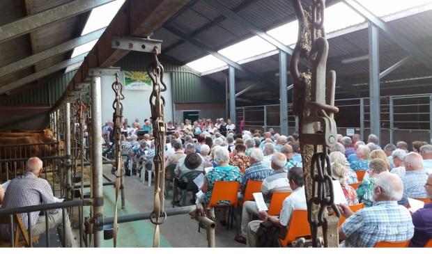 Ruim 250 bezoekers genoten van het 'Zingen met een Boodschap'.