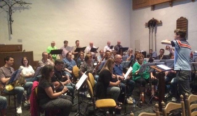 De ensembles hebben bekende en minder bekende operafragmenten ingestudeerd.