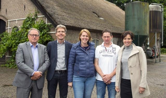 V.l.n.r. Frans v.d. Lindeloof, Joris Hogenboom, Lisanne en Jan Oskam, Miriam Maasdam. (Foto: Wil Groenhuijsen)