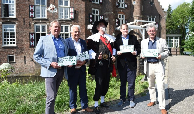 Vlnr: Wethouders Wim Loose (Heusden), Peter Pennings (Vught), Frederik Hendrik van Oranje, Huib van Olden (Den Bosch) en Koos Loose (Sint-Michielsgestel).