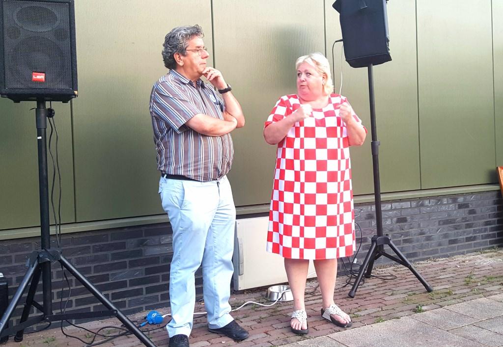 Piet Verbeeten met presentatrice Christel de Laat. Ze zette de sfeer er direct goed in. Met een aantal goede grappen en een leuke ondernemersquiz was iedereen klaar voor een avondje brainstormen.