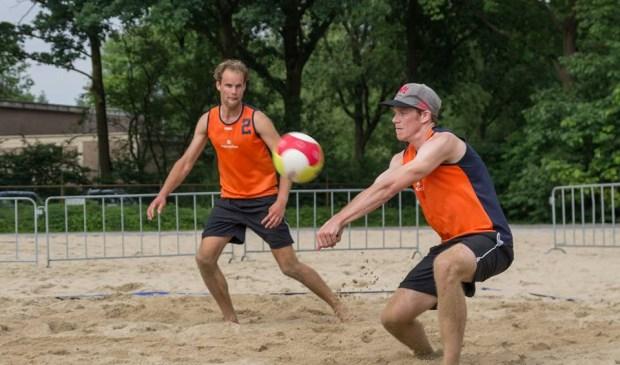 Hidde Uittenbosch en Pepijn Lochtenberg in actie op Irene beach 2016 eredivisie.
