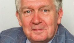 Bert van Nieuwenhuizen was hoofdredacteur van de Nieuwe Zeister Courant en opinieredacteur bij het Utrechts Nieuwsblad. Tegenwoordig schrijft hij boeken over verschillende onderwerpen.