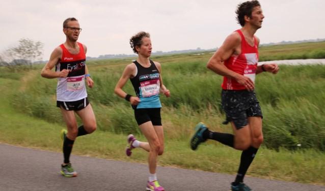 Mireille Baart kwam als eerste dame over de finish.
