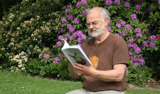 Han Blok met zijn nieuwste boek. FOTO: Jan Hermens