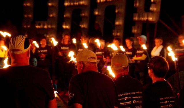 Fakkeldragers, 3500 kaarsenzakken langs het wandelparcours aan de Maliebaan. Foto: Eveline Zuurbier