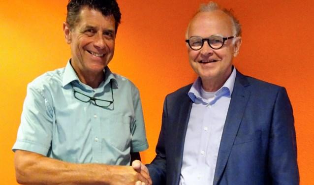 Ad van Driel (rechts) volgt Peter Top op als voorzitter van het bestuur van hospice De Cirkel in Hendrik-Ido-Ambacht.