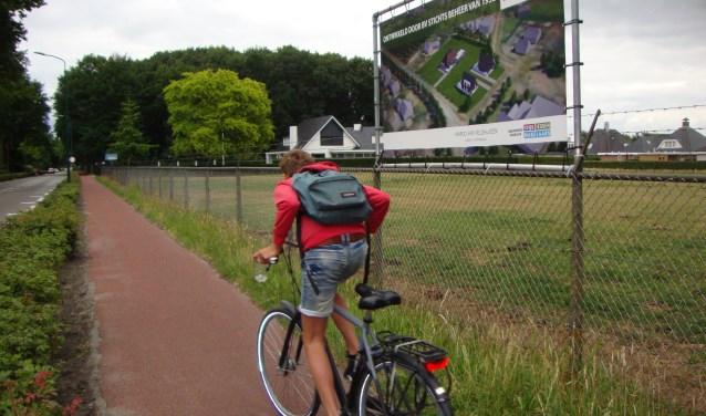 Er is gesteggel tussen Rhenen en Veenendaal over dit stuk grond op de grenskwestie. Rhenense raadsleden dringen aan op een passende oplossing, want beter ene goede buur, etc. (Foto: Martin Brink/Rijnpost)