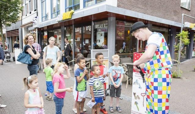 Muziek, zang, dans, beeldende kunst, acrobatiek en alle mengvormen hiervan zijn zondag 2 juli te bewonderen in de binnenstad van Wageningen. Kijk voor het programma op www.leeffestival.nl.