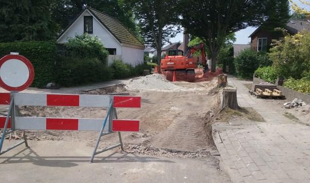 Zand, machines en afgesloten wegen. Inmiddels een vertrouwd beeld in Bennekom-Oost.