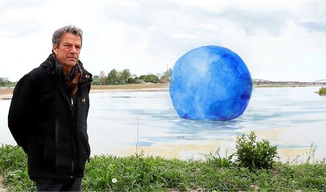 De Zwolse beeldend kunstenaar Frans van de Vrande in een fotomontage met de bol. De bolzal tijdens de IJsselbiënnale op die manier minimaal eenmaal en maximaal vijf maal te zien op het water. Dat heeft te maken met de grote windgevoeligheid. Bij sterke wind waait de bolweg.