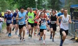 Start halve marathon, met winnares Mireille Baart (nummer 873). Foto: Arthur Jansen