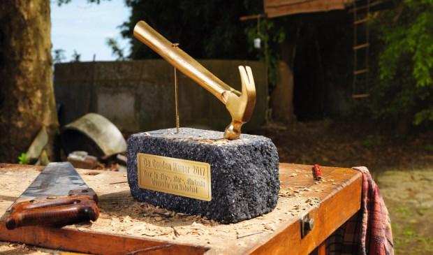 De hoofdprijs is deze felbegeerde gouden hamer.