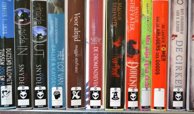 De boeken van de bibliotheek maken plaats voor de winkelwagens van Aldi. (archieffoto: Arco van der Lee)