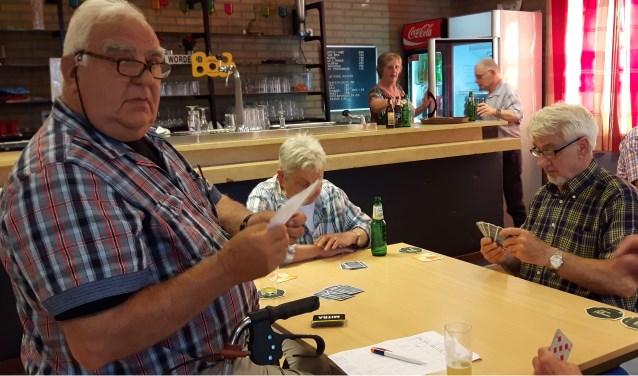 De gemiddelde leeftijd van de leden ligt dik boven de zestig, maar volgens Nico Cupers (links) gaat de club zeker nog dertig jaar mee.