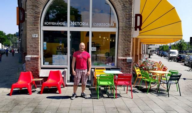 Steve is (mede)eigenaar van Koffiehandel Pretoria Espressobar. Hij komt uit Brabant maar is nu al vijftien jaar gelukkig op Zuid.