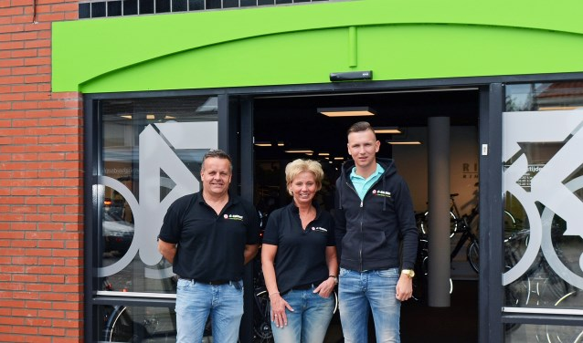 Kevin Gerrits runt op 20-jarige leeftijd de tweede zaak van Henk Gerrits Tweewielers. De zoon van Henk en Gerrie Gerrits is een echte ondernemer. De tweede winkel is in april geopend in Ommen. Foto: eigen foto.
